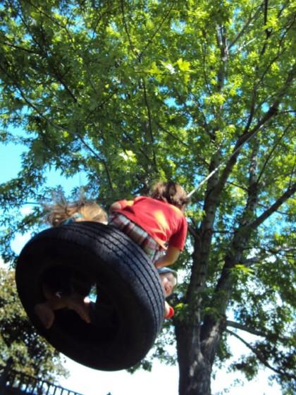 preschoolers on tire swing