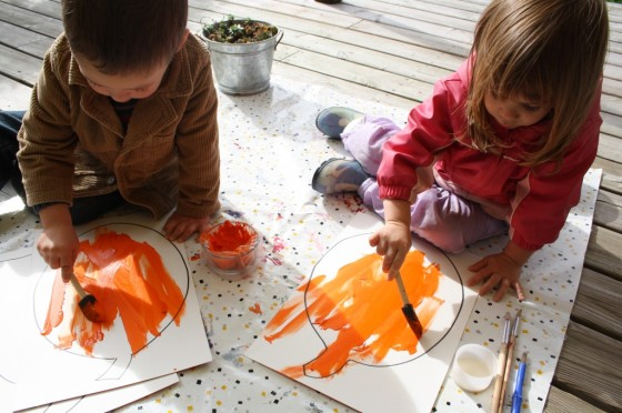 toddlers and preschoolers painting jack o lantern art