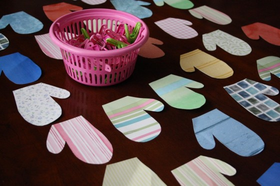 Homemade Mitten Matching Activity for toddlers and preschoolers