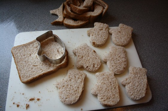 bread and cookie cutter mitten
