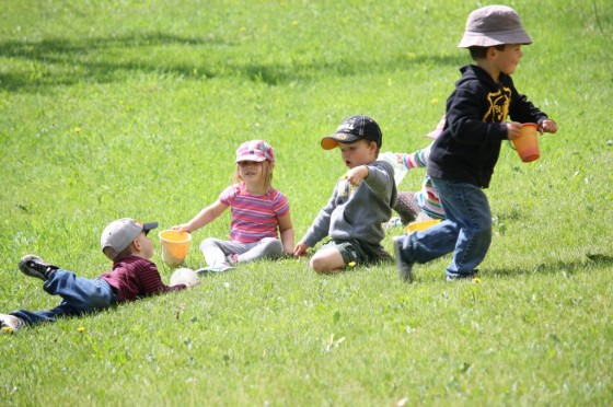 toddler and preschoolers playing in the grass