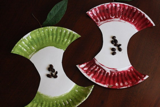 green paper plate apple and red paper plate apple