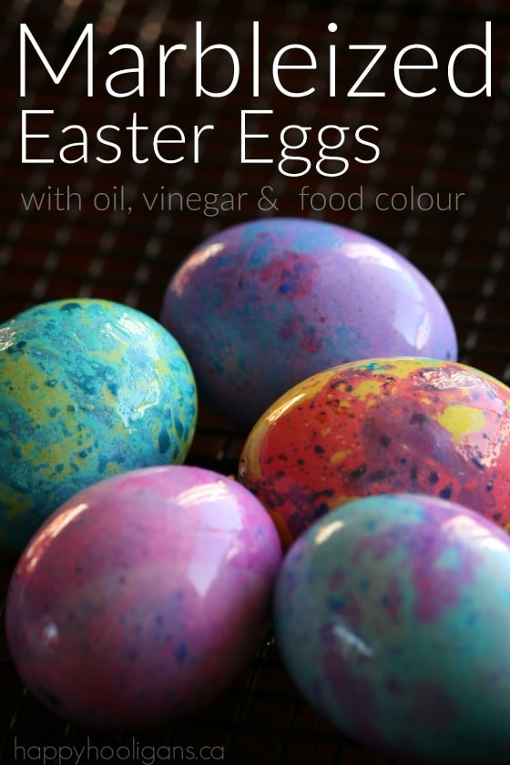 Marbled Easter Eggs with vinegar, oil and food colouring. A stunning effect for homemade dyed eggs - Happy Hooligans