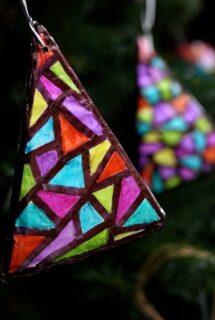 stained glass tinfoil sharpie chirstmas ornament - feature image