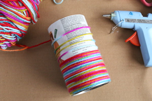 wrapping pringles can with yarn